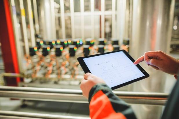 Operaattorin rooli tuotannosta kerättävän tiedon digitalisoinnissa