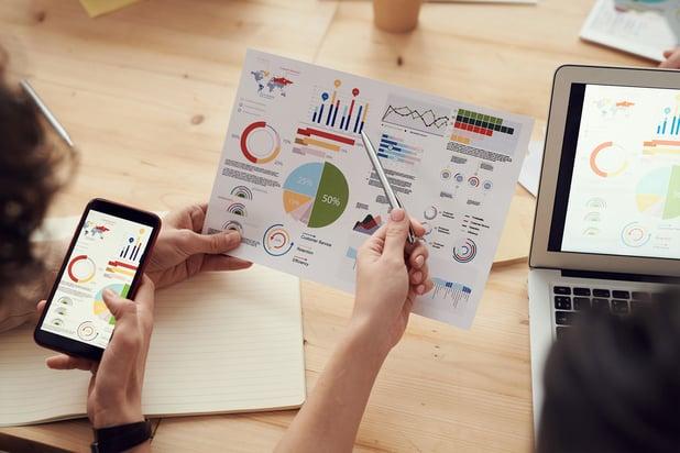 Tavoitteena vaikuttava raportointi – miten siirtyä tiedon etsimisestä tiedolla toimimiseen?