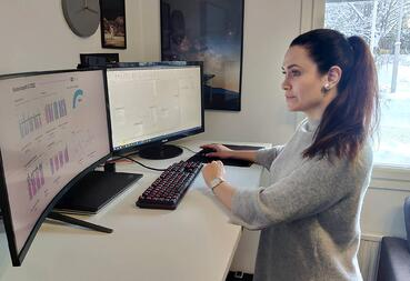 Data analyst visualizes data and promotes effective decision-making